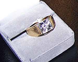 Man's 14k yellow gold ring w/ diamond set into white gold head. (Image1)