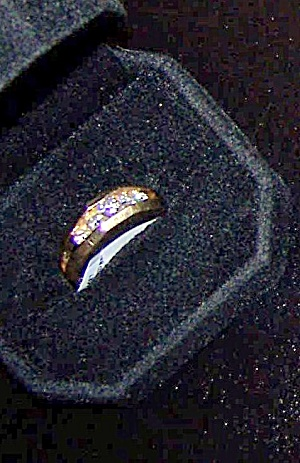 Man's 14K yellow gold split shank style ring. (Image1)