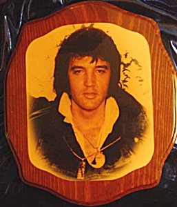 ELVIS PORTRAIT ORIGINAL LACQUERED PHOTO ON WOOD (Image1)
