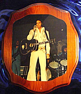 ELVIS IN PERFORMANCE ORIGINAL LACQUERED PHOTO ON WOOD (Image1)