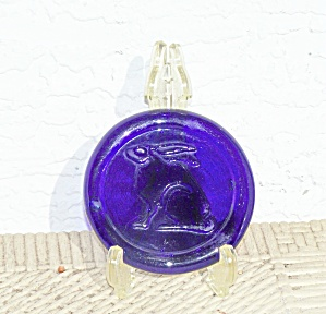 COBALT GLASS COASTER WITH RABBIT (Image1)