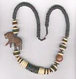 WOODEN LION & DISCS NECKLACE (Image1)
