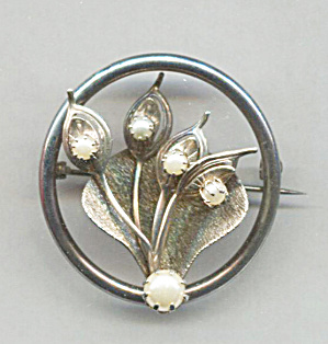 Gold Tone Circle Pin With Leaves And Prong-set Pearls