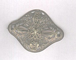 OPEN WORK BRASS COLORED LARGE PIN (Image1)