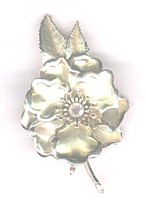 VERY LARGE GOLDTONE FLOWER PIN (Image1)
