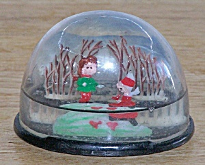 2 Playing Children Snow Dome