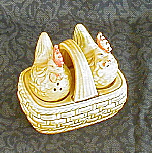 CHICKENS IN BASKET SALT & PEPPER SHAKERS (Image1)