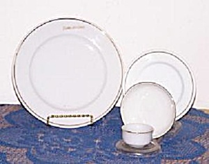 4 PIECE DELTA AIR LINES CHINA SET (Image1)