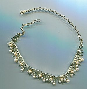 CORO PEARL AND GOLD TONE NECKLACE (Image1)