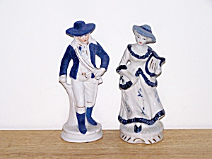BLUE & WHITE PORCELAIN COLONIAL COUPLE (Image1)