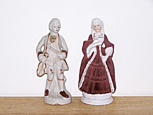 BROWN & WHITE PORCELAIN COLONIAL COUPLE (Image1)