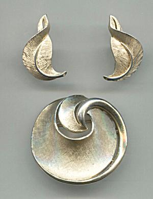TRIFARI CROWN PIN & EARRINGS SET (Image1)