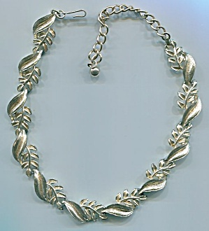 CORO GOLD TONE METAL LEAF NECKLACE (Image1)