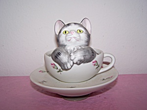 Kitten Sitting in Cup & Saucer Music Box, by Mann Japan (Image1)