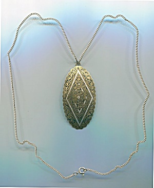SPAIN PENDANT ON GOLD TONE METAL CHAIN (Image1)