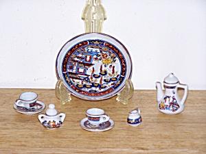 CHILD'S ORIENTAL PORCELAIN TEA SET (Image1)