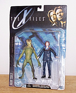 AGENT SCULLY (Parka & Alien)-THE X FILES (Image1)