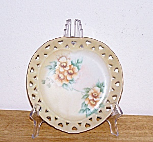 HAND PAINTED RETICULATED HEART SHAPED PLATE (Image1)