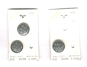 LE CHIC 3 SILVER METAL BUTTONS ON CARD (Image1)
