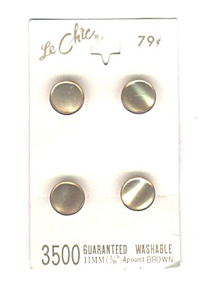 LE CHIC 4 MOTHER OF PEARL BUTTONS ON CARD (Image1)
