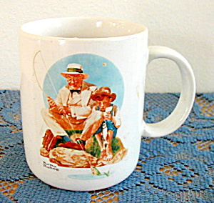 NORMAN ROCKWELL MUG, CATCHING THE BIG ONE (Image1)