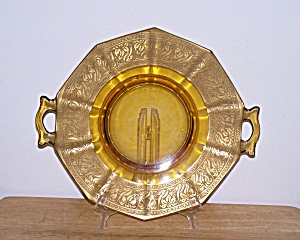 DOUBLE HANDLED AMBER WITH GOLD GLASS PLATE (Image1)