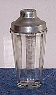 HAZEL ATLAS PANELED COCKTAIL SHAKER, ALUMINUM COVER (Image1)