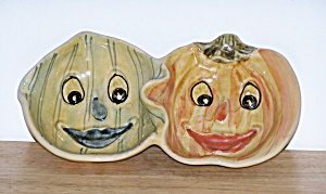 ANTHROPOMORPHIC TWO SECTION SNACK DISH (Image1)