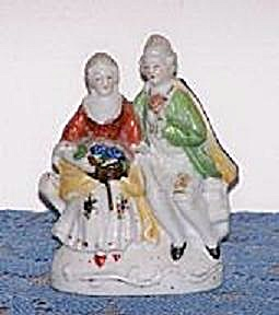 O.J. COLONIAL PAIR OF FIGURINES (Image1)