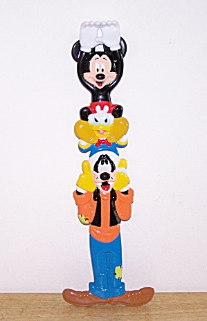 MICKEY, DONALD & GOOFY BACK SCRATCHER (Image1)
