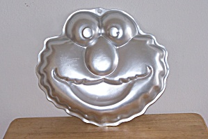 Wilton Elmo Face Cake Pan (Image1)