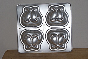 Wilton 4 In 1 Mini Garfield Heads Cake Pan