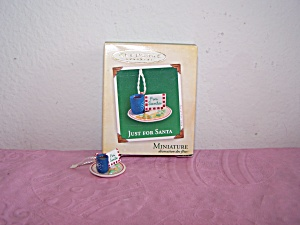 HALLMARK KEEPSAKE ORNAMENT JUST FOR SANTA 2004 (Image1)