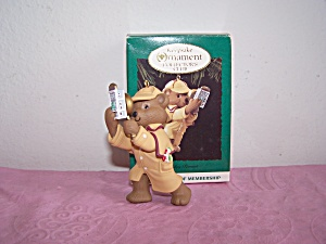 HALLMARK KEEPSAKE ORNAMENT HOLIDAY PURSUIT, 1994 (Image1)