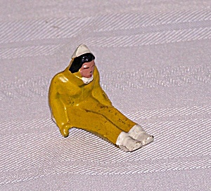 GIRL  IN YELLOW SITTING DOWN LEAD FIGURE (Image1)