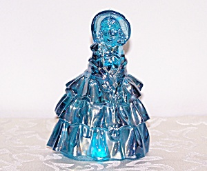 BOYD'E BLUE GLASS LADY FIGURINE (Image1)