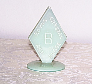 BOYD'S CRYSTAL ART GLASS LOGO ON STAND (Image1)