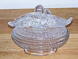 2 DOVES ON CLEAR GLASS COVERED DISH (Image1)
