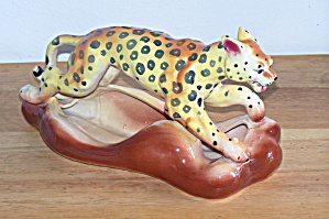 COLORFUL SPOTTED LEOPARD ON PLANTER BASE (Image1)