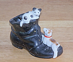 Mij Dog & Cat On Black Shoe
