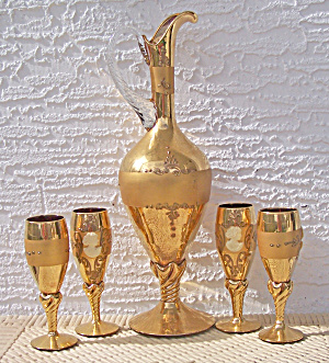 CAMEO DECORATED GOLD DECANTER & 4 CORDIALS (Image1)