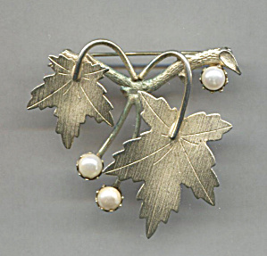 Sarah Coventry Gold Tone Leaves & Pearls Pin
