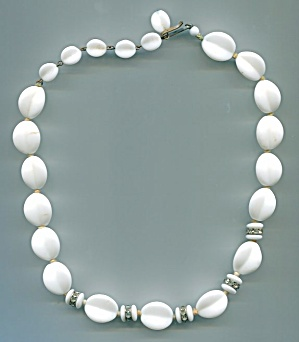 GERMANY WHITE GLASS BEADS NECKLACE (Image1)