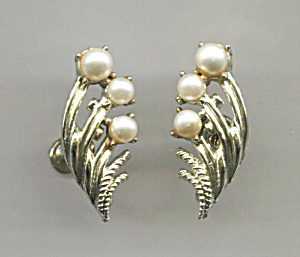 Coro White Beads, Gold Tone, Screw-back Earrings