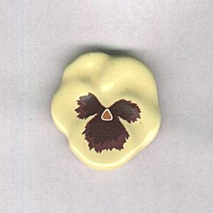 AVON PANSY CERAMIC PIN (Image1)