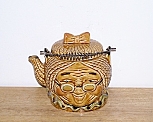 GRANNY TEAPOT, WIRE BALE HANDLE (Image1)