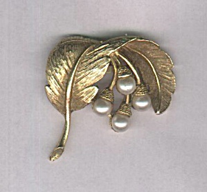 GOLD AND PEARLS PIN (Image1)