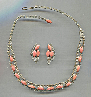 CORAL & RHINESTONE NECKLACE & EARRINGS SET (Image1)