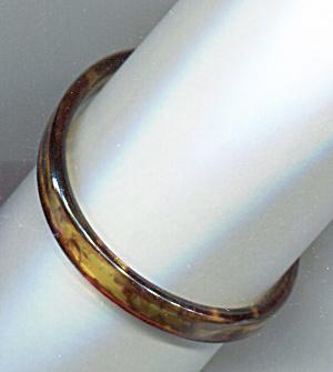 AMBER PLASTIC BANGLE BRACELET (Image1)