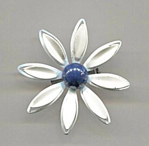 WHITE ENAMEL DAISY FLOWER PIN, BLACK CENTER (Image1)
